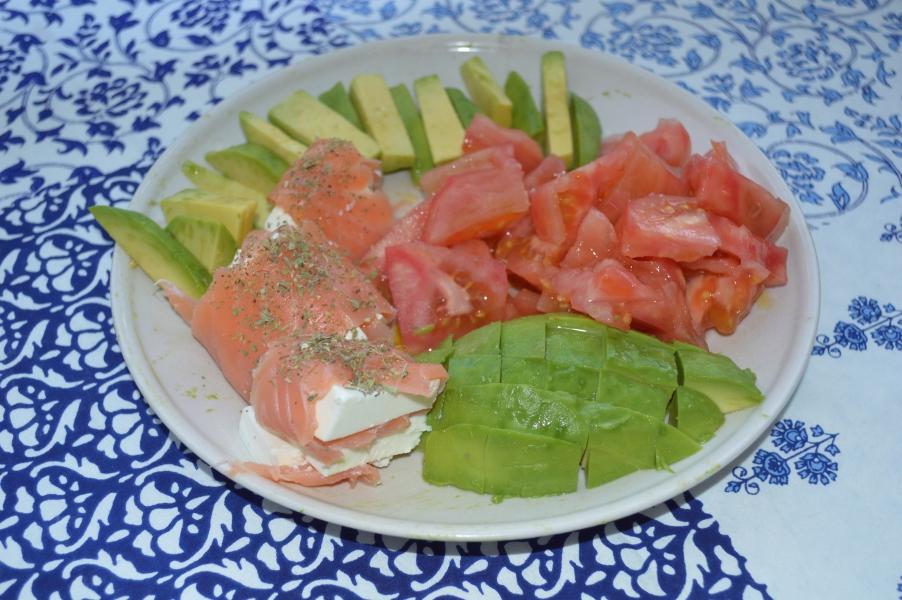ensalada-aguacate-salmón